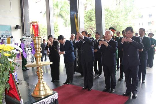 Đoàn đại biểu Thành ủy - HĐND - UBND - Ủy ban MTTQ TP HCM đến viếng