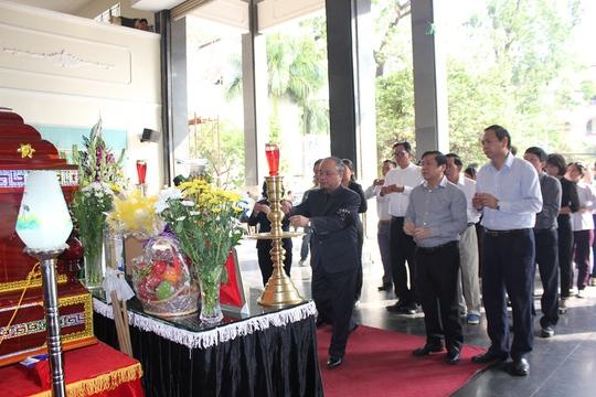 Đoàn đại biểu Ban Chấp hành Trung ương Hội Nông dân Việt Nam đến viếng