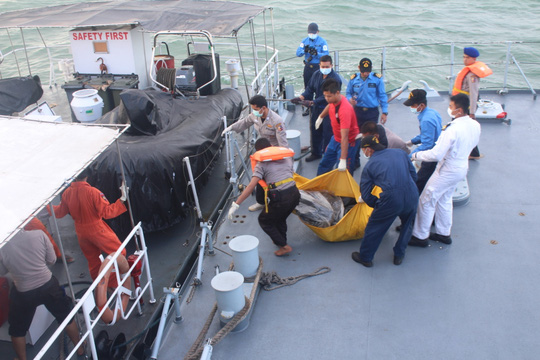 http://www.channelnewsasia.com/blob/1563166/1420165187000/qz8501-body-found-msia-data.jpg