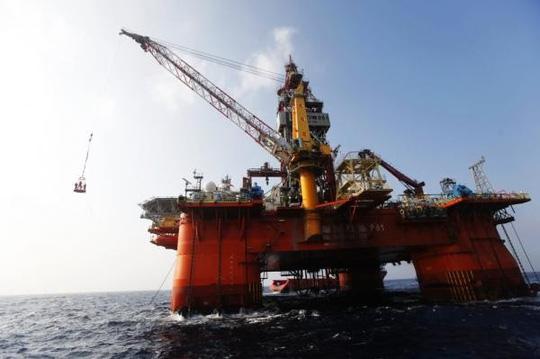 中国海洋石油981平台驶往马六甲海峡 展开海外深海钻探任务