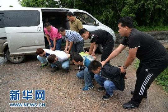 图为公安机关查获偷越国(边)境犯罪嫌疑人