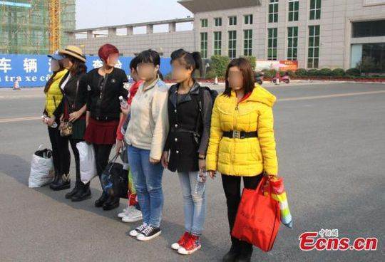 Abducted Vietnamese women are seen at the border of China and Vietnam when they were returned home Jan 22, 2015. A total of seven abducted women were handed over by Chinese police officers to their Vietnamese counterparts at the Dongxing Port in Guangxi Zhuang autonomous region on Thursday. These women had been abducted and sold in Handan in North China's Hebei province as brides for local single men. The youngest victim was just 17, and the oldest was 32. [Photo/ Huang Zhuo]