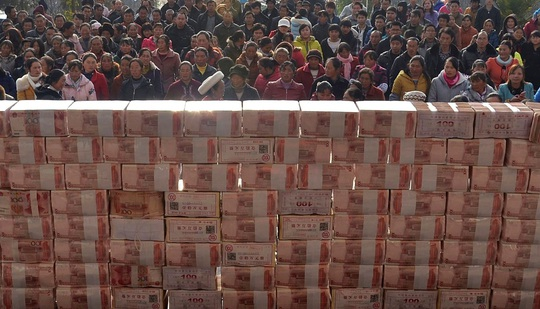 Villagers wait to collect their year-end bonus at Jianshe village, Liangshan, Sichuan province, yesterday. - Reuters pic, January 15, 2014.