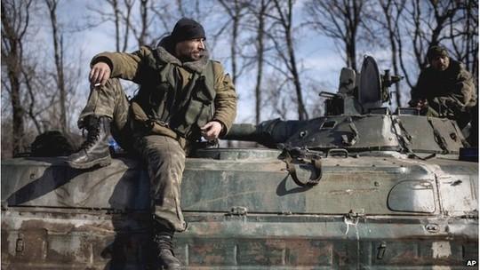 Ukrainian soldiers near Artemivsk, 23 February 2015