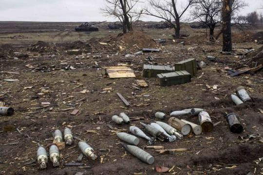 Ammunition at a field in the town of Debaltseve, north-east from Donetsk, March 13, 2015. REUTERS-Marko Djurica