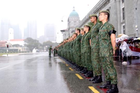 http://www.channelnewsasia.com/blob/1750686/1427602963000/soldiers-in-the-rain-lky-data.jpg