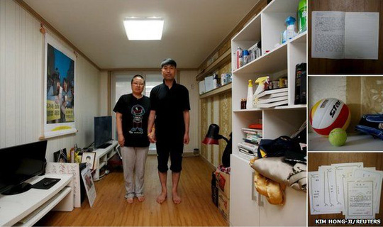 Kim Young-lae (right) and Kim Sung-sil, parents of Kim Dong-hyuk