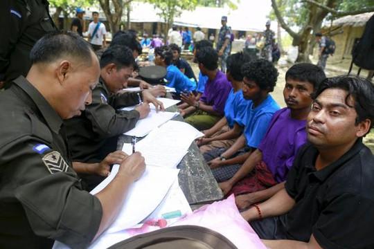 Một báo cáo của LHQ hồi tháng 5 cho biết, 25.000 người di cư rời Myanmar và Bangladesh trong quý đầu tiên năm nay. Ảnh: REUTERS