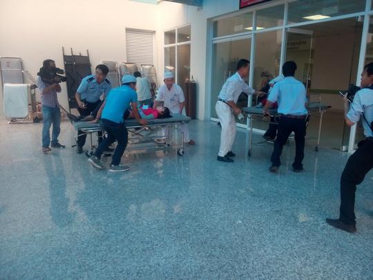 Hàng loạt công nhân phải ào ạt vào bệnh viện cấp cứu chiều 25-5