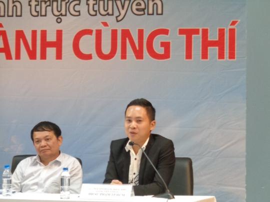 Thạc sĩ Nguyễn Hoàng Khắc Hiếu tại buổi tư vấn tâm lý cho phụ huynh và thí sinh
