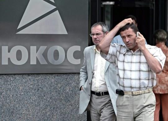 Tòa án Trọng tài tại La Haye (Hà Lan) ra lệnh cho Nga phải trả 50 tỉ USDcho những cựu cổ đông của Yukos. Ảnh: EPA