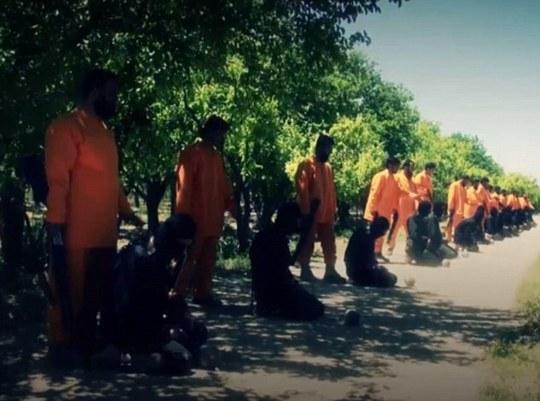 Phiến quân Hồi giáo Jaysh al-Islam hành quyết 18 tay súng IS. Ảnh: DAILY MAIL
