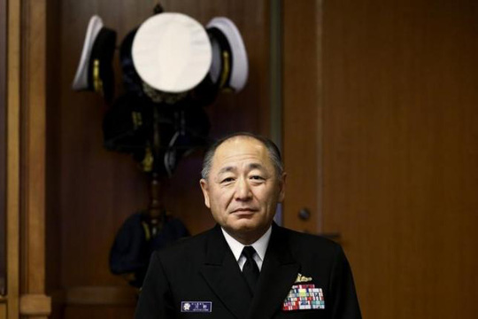 Admiral Katsutoshi Kawano, chief of the Japanese Self-Defense Forces Joint Staff, poses for pictures after an interview at the Japanese defense ministry in Tokyo November 28, 2014. REUTERS/Thomas Peter