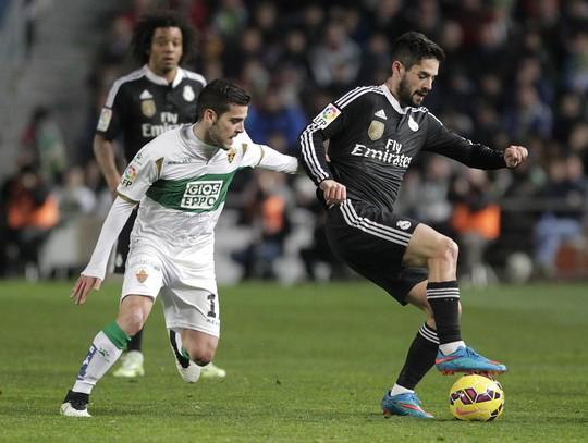 Isco (phải), người chơi hay nhất trận trong màu áo REal Madrid