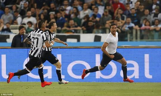 Natri (phải) ghi bàn thắng quyết định giúp Juventus đăng quang Coppa Itailia
