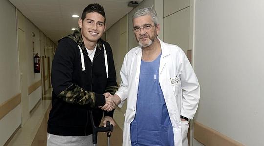 Rodriguez cười rất tươi sau khi phẫu thuật