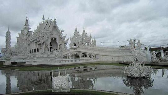 Chùa Trắng nổi danh ở Thái Lan. Ảnh: ELAINE NG CHIN CHIN