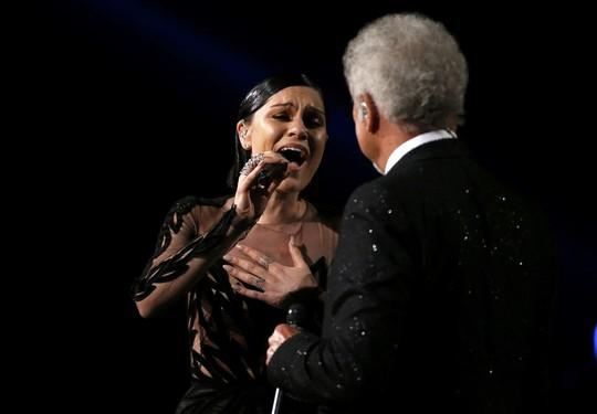 Jessie J song ca cùng danh ca Tom Jones ca khúc Youve Lost That Loving Feeling