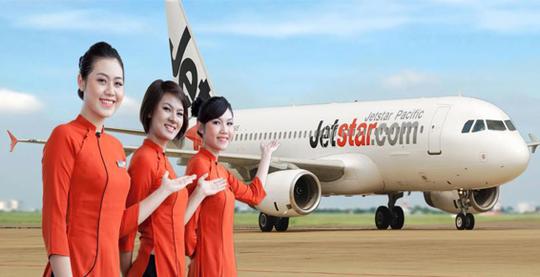Ban đầu, tiếp viên nữ của Jetstar Pacific mặc áo dài cách điệu màu cam