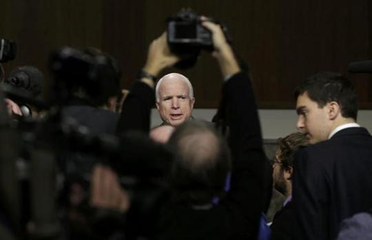 Nghị sĩ Cộng hòa John McCain đã ký tên vào lá thư gởi Ngoại trưởng Mỹ John Kerry và Bộ trưởng Quốc phòng Ash Carter. Ảnh: Reuters