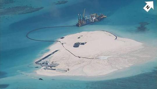 Ảnh tư liệu chụp vào tháng 2-2014 cho thấy Trung Quốc đã xây đảo nhân tạo trên 5 đảo san hô ở quần đảo Trường Sa: Gaven, Johnson South, Cuarteron, Hughes và Đá Chữ Thập. Nguồn: Bộ Ngoại giao Philipinnes.
