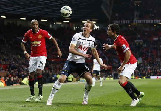 Tiền đạo Harry Kane (giữa) trong trận thua M.U ở vòng 29 Giải Ngoại hạng Anh