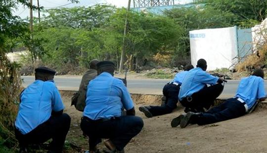 Lực lượng an ninh Kenya tại hiện trường vụ tấn công. Ảnh: AP