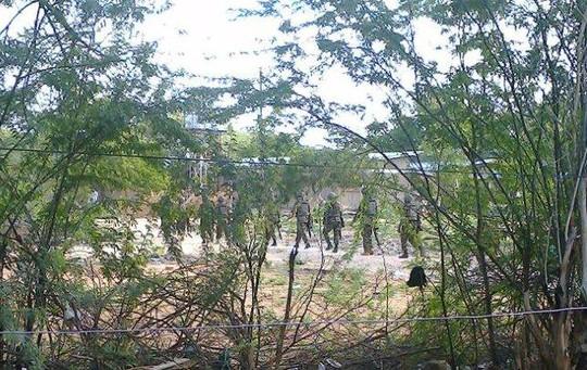Binh lính Kenya cũng được huy động. Ảnh: Reuters