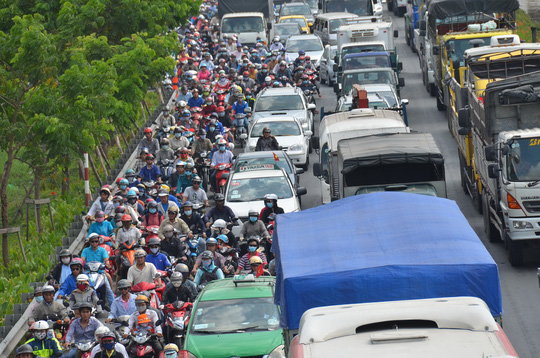 Kẹt xe nghiêm trọng tại Quốc lộ A, đoạn quan Tân Kiên (huyện Bình Chánh)