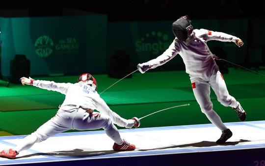 Nguyễn Tiến Nhật (phải)