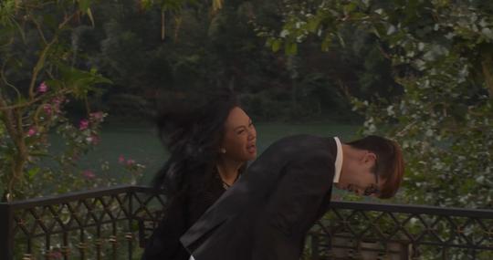 Kim Khánh trong một cảnh phẫn nộ tột cùng