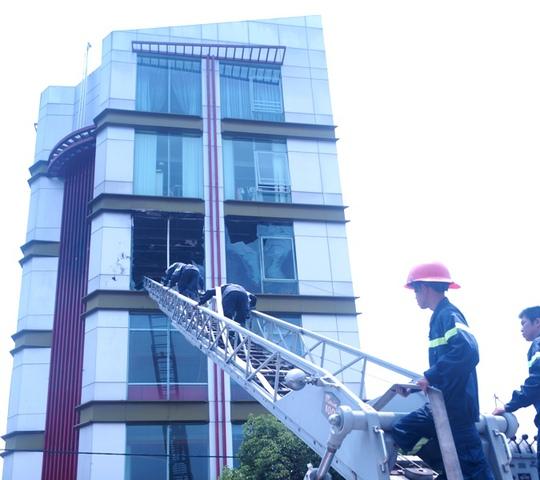 Tiếp cận tầng 3 bằng xe thang