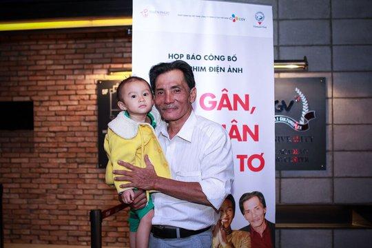 Thương Tín và con gái hơn 2 tuổi