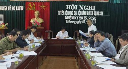 Một buổi làm việc của Huyện ủy Đô Lương (Nghệ An)