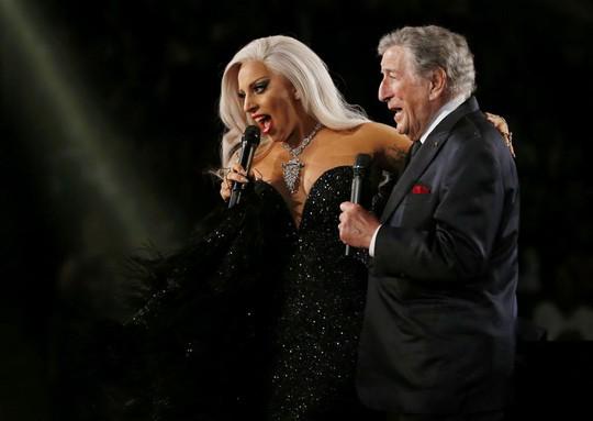 Lady Gaga và danh ca Tony Bennett song ca bài hát Cheek to Cheek