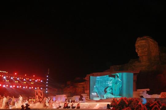 Sân khấu được thiết kế hoành tráng, đẹp mắt