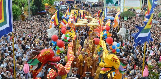 Ban tổ chức cấm sử dụng flycam tại Lễ hội Đền Hùng năm 2015 để đảm bảo an toàn