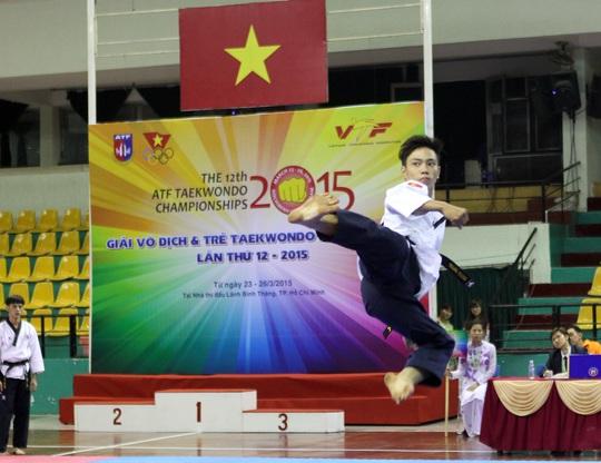 Lê Thanh Trung đoạt 4 HCV trong ngày thi đấu đầu tiên