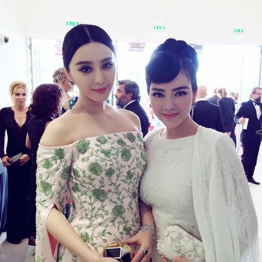 Lý Nhã Kỳ (phải) và Phạm Băng Băng trên thảm đỏ Cannes 2015