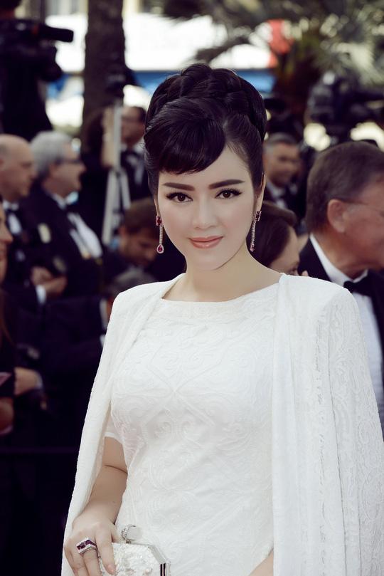 """Lý Nhã Kỳ đẹp tinh khôi """"đọ dáng"""" cùng Phạm Băng Băng tại Cannes"""