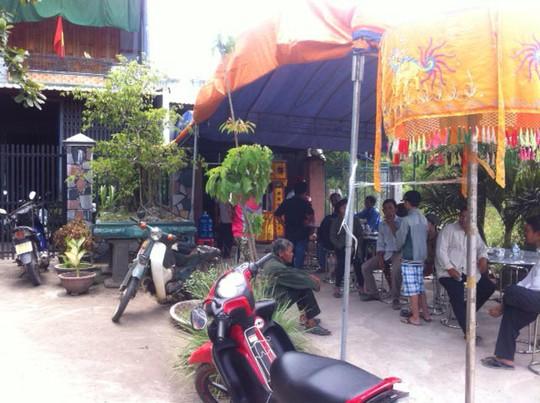 Gia đình lo tổ chức đám tang cho mẹ con bà Huế