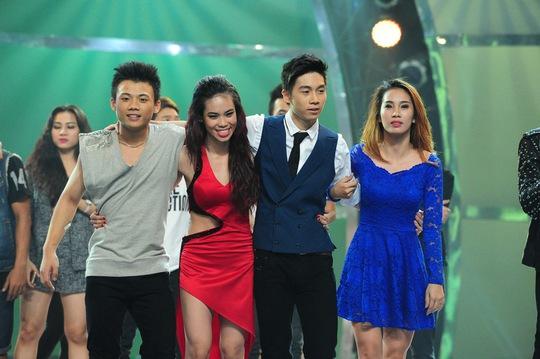 Bốn thí sinh tranh tài trong vòng chung kết xếp hạng. Từ trái sang phải: Đức Tiến, Phạm Lịch, Sơn Lâm, Xuân Thảo.
