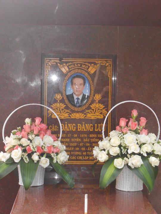 Ngôi mộ của cố diễn viên hài Đăng Lưu do gia đình lập tại Bình Dương