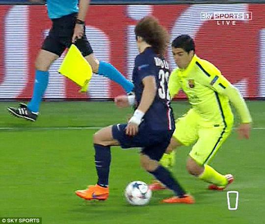 David Luiz bị chê đá dở như đứa trẻ lên 8