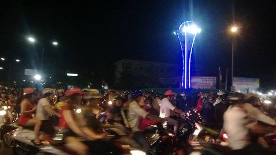 Xe cộ đông nghẹt ở trung tâm TP Bạc Liêu. Ảnh: Phạm Công