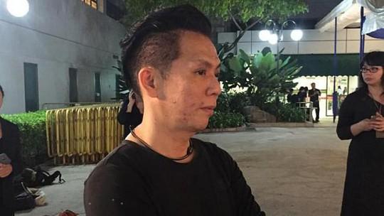 Doanh nhân Raymond King có mặt tại Bệnh viện đa khoa Singapore để bày tỏ lòng tôn kính đối với ông Lý Quang Diệu.Ành: The Straits Times