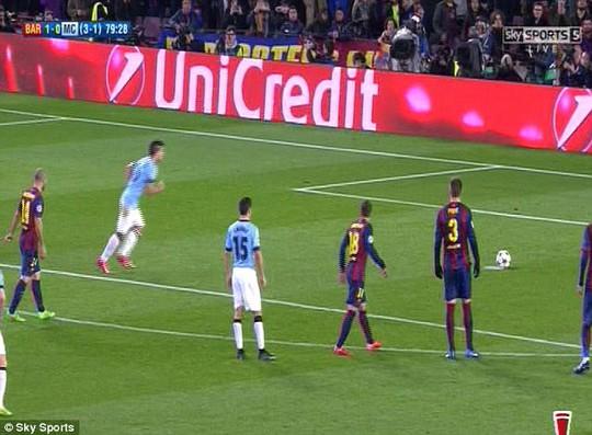 """Mascherano giúp đồng đội """"bắt bài"""" Aguero"""