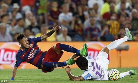 Neymar trong trận đấu với Malaga tối 39-8
