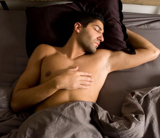 Ngủ nude giúp đàn ông giảm nguy cơ bị nhiễm nấm Jock Itch