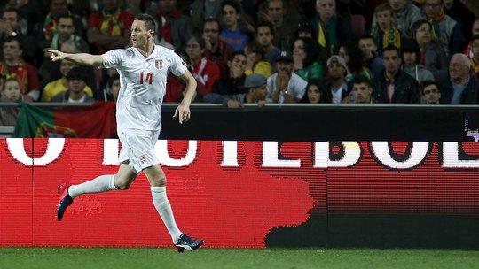 Matic ghi bàn thắng tuyệt đẹp cho Serbia